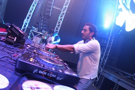 O DJ Michel Saad tocando _ Marcelo Schmoeller  IMAGECARE