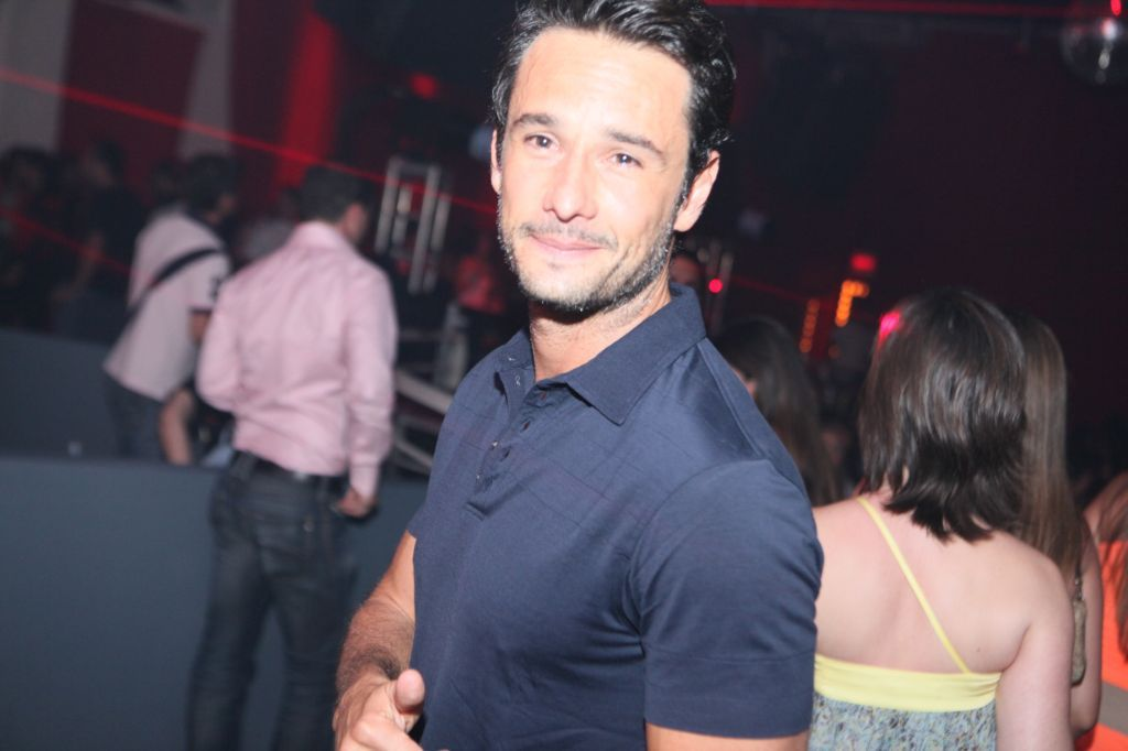 http://bnpress.files.wordpress.com/2010/12/rodrigo_santoro_-_por_ique_iahan.jpg