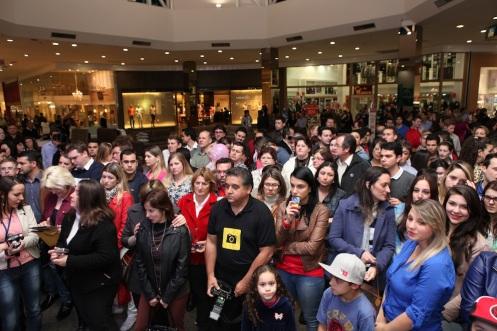 5. Público aguardando a abertura da loja _ Alex Miranda _ IMAGECARE