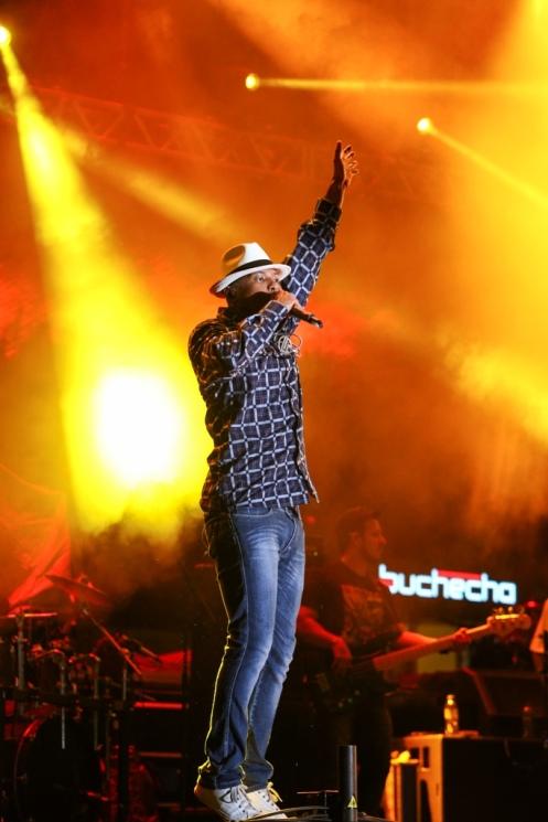 SL5C6576 Buchecha no palco